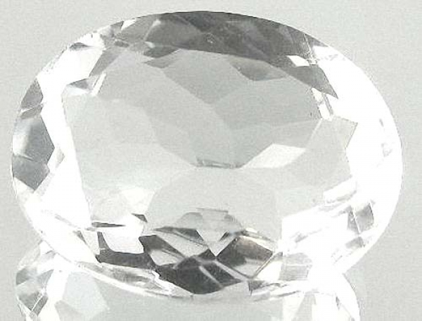 Quarz, Kristallweiss, 12.40 Carat, oval, IF, excellent