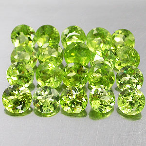 China Peridot, 2.7 Carat, 5 Stück ca. 5 mm, VSI-SI, excellent