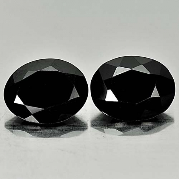 Black Turmalin 6.45 Carat, Opaque, Oval, elegant, Mozambique