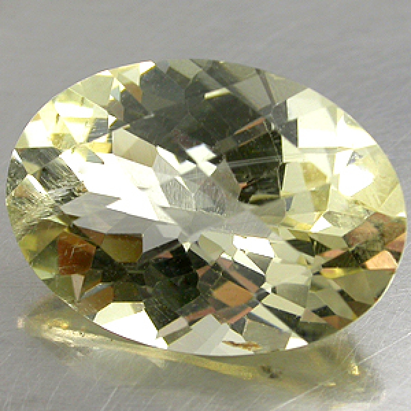 Labradorit 6.18 Carat, VVSI, oval, excellenter Schliff