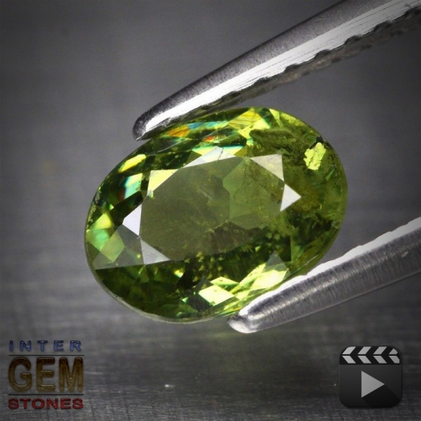 Demantoid, Oval, SI, 0.95 Carat, 7.0x5.2 mm, aus Madagaskar