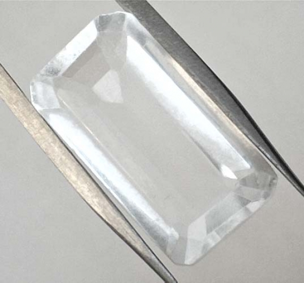 Quarz, Kristallweiss 14.40 Carat, Oktagon, VVSI, excellent